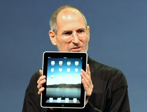 Steve_Jobs_with_the_Apple_iPad