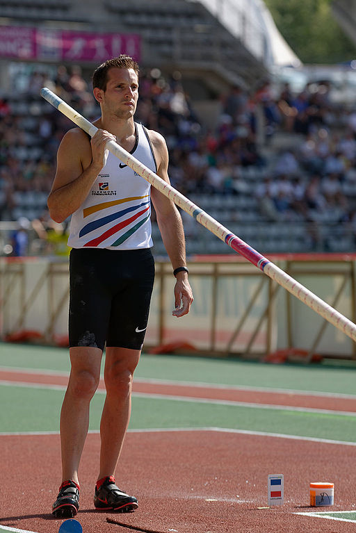 Men_pole_vault_steeple_French_Athletics_Championships_2013_t173743