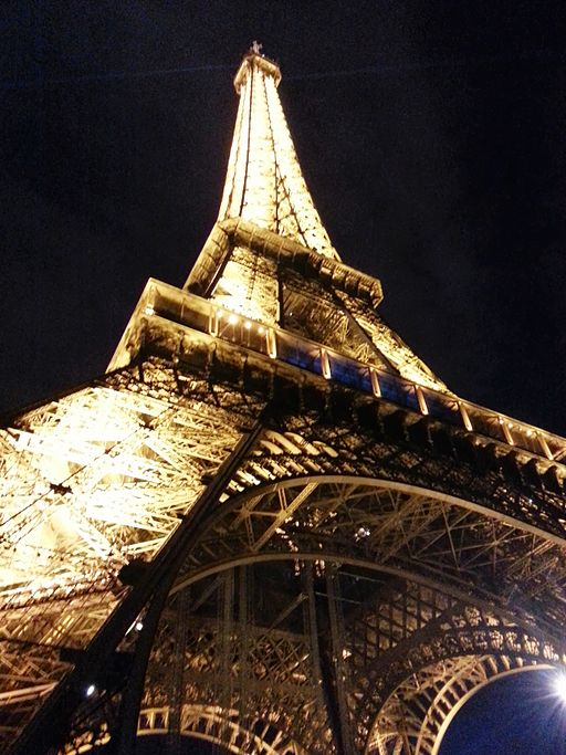 Base_of_Eiffel_Tower_at_Night