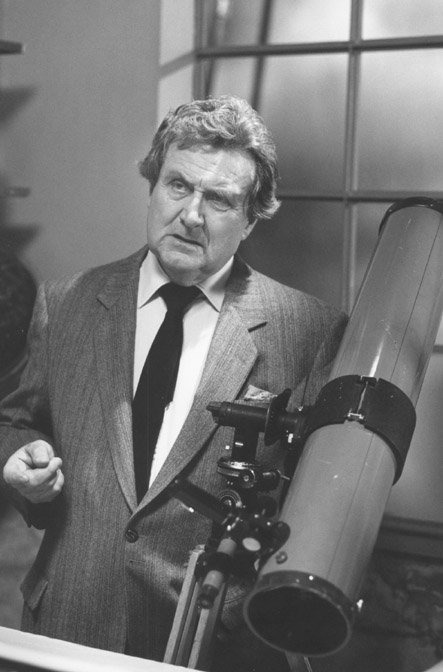 Patrick_Macnee_in_Lobster_man_from_Mars