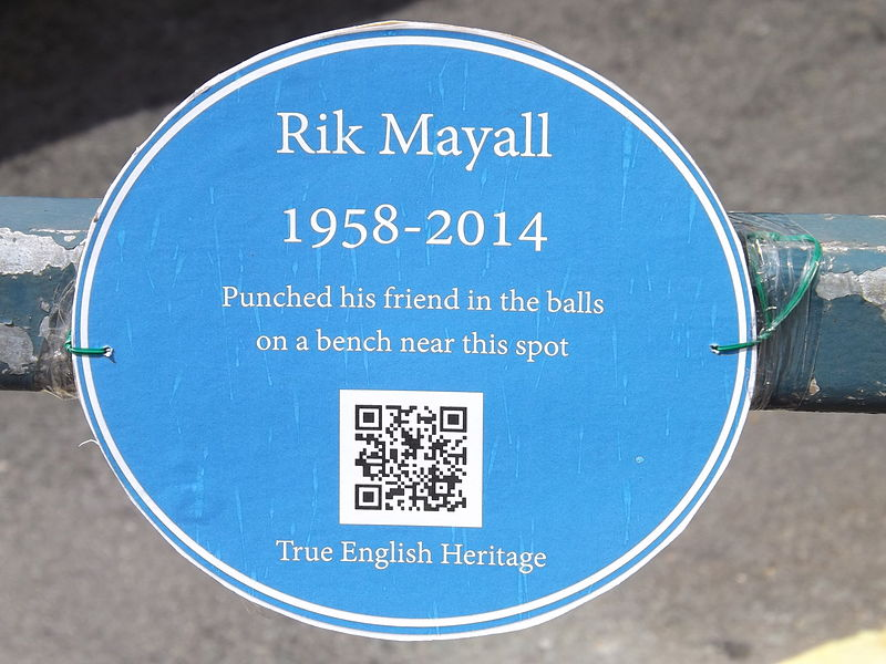 Unofficial_blue_plaque_to_Rik_Mayall_taken_in_Hammersmith,_London_June_2014