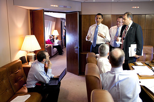 Barack_Obama_meets_his_staff_in_Air_Force_One_Conference_Room